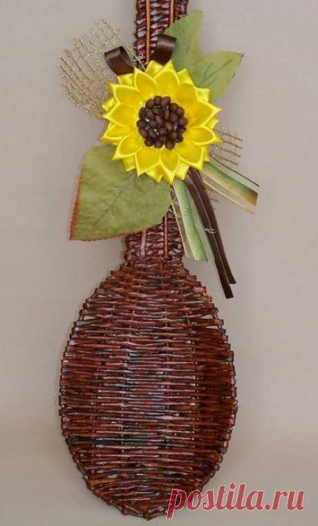 Плетение из газет. Декоративная ложка с подсолнухом в технике канзаши