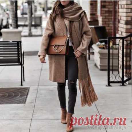 Короткое пальто: трендовые модели этой осени Короткие пальто этой осенью остаются в моде, они выглядят уместно и актуально. Рассказываем, на какие модели стоит обратить внимание, чтобы быть в тренде и выглядеть на все 100%.Короткое пальто: тренд...