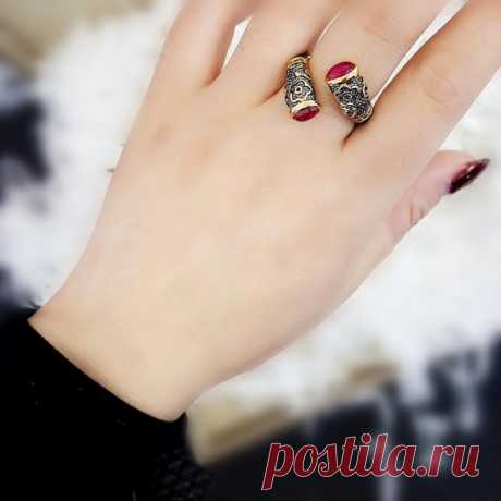 Vintage Palace Engraving Cloud Ring / Inlaid Red Corundum Ring / 925 Silver Plated Open Ring / Cut Ring / Stackable Rings/Girlfriend Gift Product Details:  Material: 925 silver, red steel jade  Color: pink  Shape: ellipse  Size: red corundum length: 6, width: 4mm.  Weight: 6 grams  Translucent: translucent  Symbol: Good luck to you
