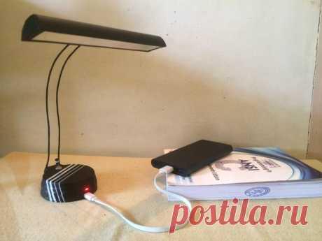 Светодиодный светильник на аккумуляторе В этой статье мастер расскажет нам, как сделать настольную лампу, работающую на аккумуляторе. Светильник имеет следующие параметры:• Современный дизайн• Портативная и перезаряжаемая• Порт зарядки Mini-USB• Аккумулятор 5200 мАч• Яркий и мягкий фокусированный свет• Теплая белая подсветка Инструменты