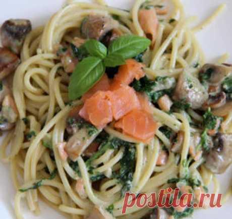 Паста с семгой и шпинатом Супер идея приготовления легкого и изысканного ужина! Паста с семгой и шпинатом изумительно смотрится в тарелке и съедается с аппетитом. Для приготовления вам кроме спагетти, красной рыбы и шпината понадобятся шампиньоны, с ними блюдо станет не только ароматней, но и вкусней, и сливки, потому что какая паста без изумительного сливочного соуса! Ингредиенты. Спагетти 200 г. Филе семги или лосося коп. 100 г. Шампиньоны 200 г. Шпинат замороженный 150 ...