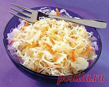 Салат из капусты с перцем и томатами