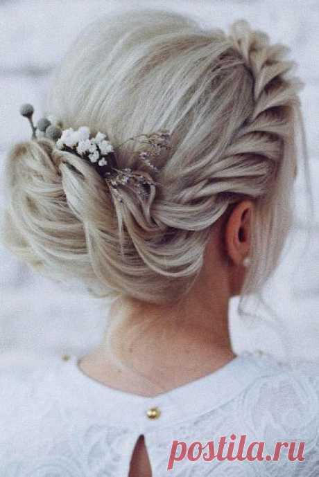 Свадебные прически для подружки невесты: 40 фото прически для свидетельницы Прически для свидетельницы на волосы средней длины, для длинных волос, для коротких стрижек, прически с косами, греческие и многие другие варианты для вдохновения