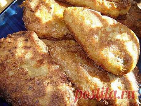 Фаршированный болгарский перец в кляре золотистый и хрустящий под названием– чушка бюрек. Ясен перец, этот болгарский фаршированный перец!