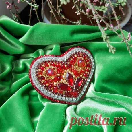 Брошь Красное Сердце ручной работы