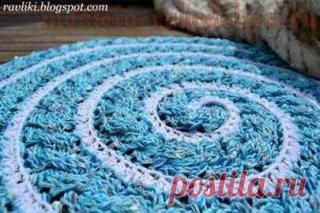 Вязание крючком: Спиральный коврик-косичка