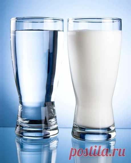 При пигментных пятнах - Красота и здоровье Приготовить раствор из трех частей свежего не пастеризованного молока и одной части чистого спирта. Втирать смесь в кожу лица на ночь.