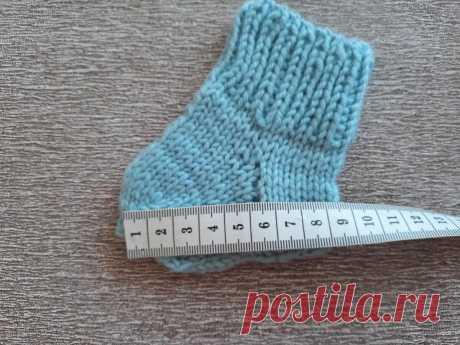 Как связать носки для новорожденных спицами. Сколько петель, какая длина стопы | Тепло о вязании | Яндекс Дзен