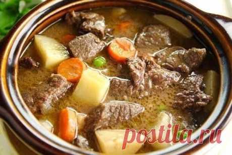 La carne estofado: ТОП-6 de las recetas \ud83c\udf56 1) el Estofado con las patatas y la verdura los Ingredientes: ● 300-400 g de la carne de cerdo magra ● 6-7 piezas de las patatas medias ● la verdura fresca (la menta, el perejil, el hinojo) ● las semillas del comino (alrededor de 2-2,5 h. Las cucharas) ● la sal (por gusto) ● el pimiento negro molido (por gusto) ● vegetal o el aceite de oliva (1-2 mesa. Las cucharas) la Preparación: la Carne lavar, cortar por los cubos pequeños. En la sartén o el sartén hondo con el fondo gordo calentar el aceite vegetal, poner en él la carne. Freír en …