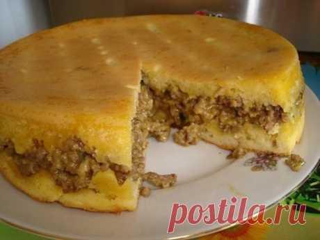 Пирог с мясом (очень быстрый) 250 г. майонеза 1 стакан муки 2 яйца 1 ст.л. разрыхлителя. Все смешать, вылить половину теста в форму, выложить начинку и покрыть оставшимся тестом. Начинка может быть любая (включая сладкую).