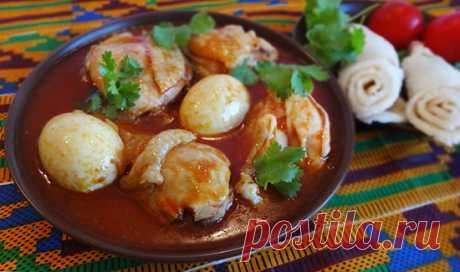 Доро ват – эфиопский цыпленок в луковом соусе с бербере и яйцами (Doro Wot – Ethiopian National Chicken Dish). Это очень вкусное национальное эфиопское блюдо из курицы. В Африке принято готовить курицу, мясо и морепродукты в очень пряных, острых соусах. Доро ват (или доро ватт) – курица, приготовленная в соусе из лука на топленом масле, традиционных приправ и приправы бербере. Соус получается очень острым, к концу приготовления в соус отправляются сваренные вкрутую куриные...