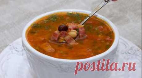 Острый суп с фасолью  ИНГРЕДИЕНТЫ  фасоль (смесь из бобовых) 1 стакан(а) бульон 1.5 л морковь (мелкая) 1 шт. сельдерей черешковый 2 шт. томаты в собственном соку 1 стакан(а) чеснок лук белый зелень 1 пучок(а) перец красный жгучий соль (по вкусу) чечевица 3 ст.л. бекон (несколько полосок)  Заблаговременно залить фасоль большим количеством воды. Через 10-12 часов воду слить, фасоль промыть, отварить без соли до полу готовности.  Сезонные молодые лук и чеснок и...