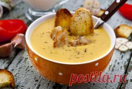 Зимний суп с курицей и гренками