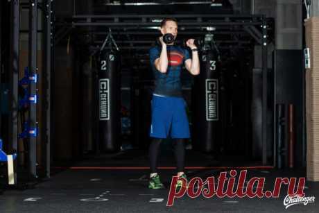 Тренируемся с гантелями: 7 упражнений для всего тела