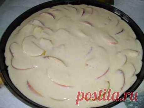 Яблочный пирог на кефире. Рецепт. Фото