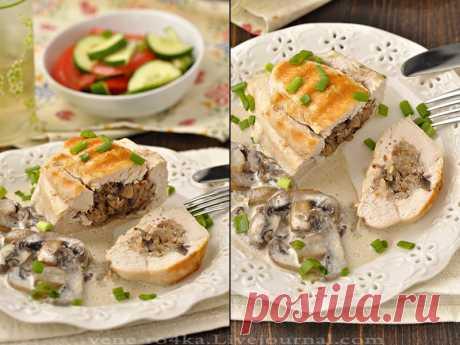 Фаршированные куриные грудки в сливочно-грибном соусе Курица, грибы, гречка - это классика кулинарии. Блюда в таком составе любят многие.Предлагаю Вам попробовать вкусные куриные грудки, фаршированные гречкой, шампиньонами и тушенные в сливочно-грибном соусе...