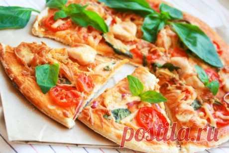 Итальянская кухня: 20 вкусных и простых рецептов Итальянская кухня, пожалуй, является одной из самых популярных среди хозяек. Ведь все блюда можно легко повторить на любой домашней кухне из простых и доступных продуктов. Говоря об итальянской кухне нельзя обойти вниманием знаменитые пиццы, равиоли с самыми разнообразными начинками и, конечно же, ризотто.