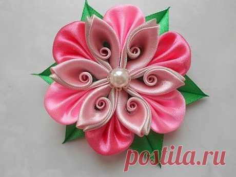 ▶ Мастер-класс. Сделаем вместе цветок из атласной ленты! - YouTube