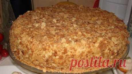 Обалденный торт Наполеон за пол часа. Без возни с коржами... Идея этого рецепта состоит втом,чтобы получить торт «Наполеон» без возни скоржами.  Ингредиенты:   Слоеное без дрожжевое тесто- 1 упаковка 0.5кг  Крем:   Яйца— 3шт,  Сливочного масла— 200гр,  Молоко— 250мл,  Мука— 2чл,  Сахар— 100гр,  Вареная сгущенка— 300мл  Приготовл