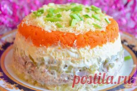 Обалденный салат с рыбой и солеными огурчиками   Король праздничного стола!     Ингредиенты: Консервированная рыба по вкусу (в масле или натуральная) 1 банкаогурцы маринованные (или соленые) — 2 штморковь (отварить) — 1 шткартофель (отварить) — 2 …