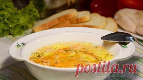 Легкий куриный суп (без зажарки). Очень вкусно и полезно! Всем привет! Сегодня я готовлю лёгкий куриный супчик. Очень часто хочется чего-то легкого, полезного и сытного. И тут приходит на помощь куриный суп, который требует совсем немного времени для пригото...
