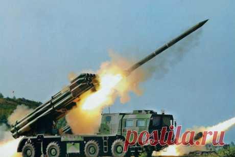 Смерч: самое опасное оружие после атомной бомбы Кроме ядерной бомбы, нет оружия в мире мощнее чем реактивная система залпового огня «Смерч». Разработанная еще при Советском Союзе, она (разумеется, модифицированная), до сих пор остается на вооружени…