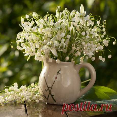 spring-decor-ideas-from-lily-of-the-valley-vases-style2-5.jpg (600×600)