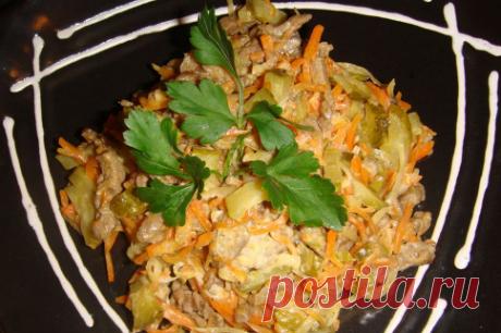 Салат «Удинский». Если вы собираетесь приготовить дома праздничный ужин, то не проходите мимо этого рецепта.