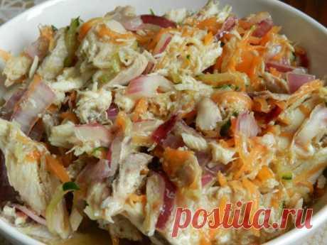 Курица в азиатском стиле  Рецепт очень простой, но не быстрый. Эта закуска должна промариноваться ночь. В рецепте есть устричный соус. Мои друзья и знакомые часто ездят в Таиланд, и в качестве сувенира я прошу их привезти уст…