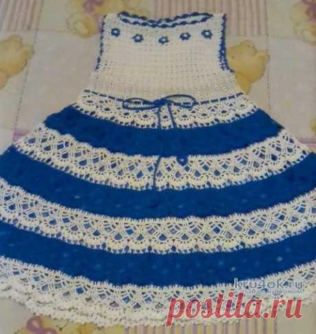 Вязаное детское платье Незабудка. Работа Оксаны