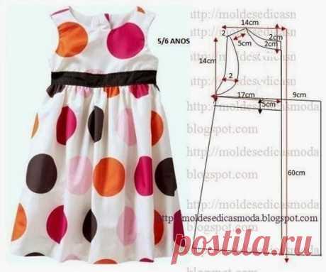 Los vestidos infantiles con los patrones.