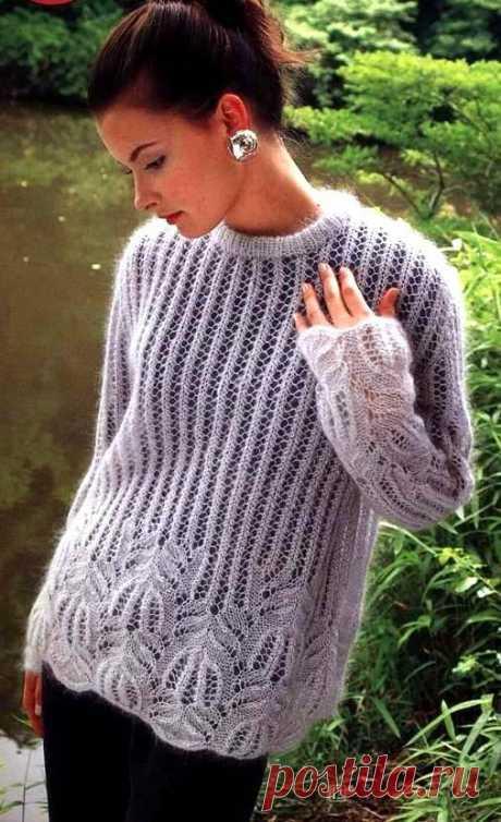 Нежный пуловер из мохера спицами.