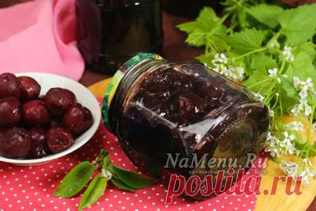 Sweet cherry in own juice for the winter without sterilization