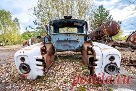 Прогулка по Чернобылю: много фотографий брошенных машин (12 фото) . Тут забавно !!!