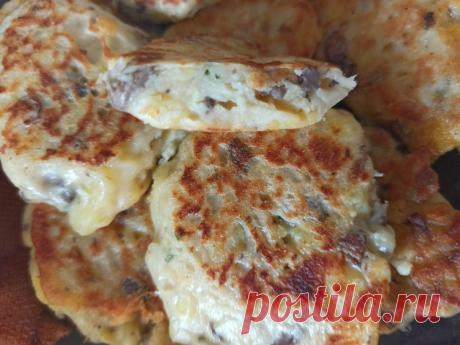 Готовим ленивые пирожки с картофелем, грибами, сыром и сушеным зеленым луком (на скорую руку) | Социальное действие | Яндекс Дзен