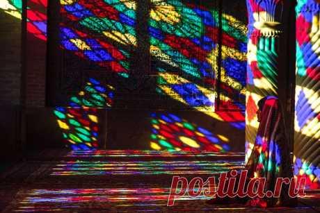 Магия света. Мечеть Насир аль-Мульк, Иран. Автор фото – Нина Слащилина: nat-geo.ru/photo/user/7587/