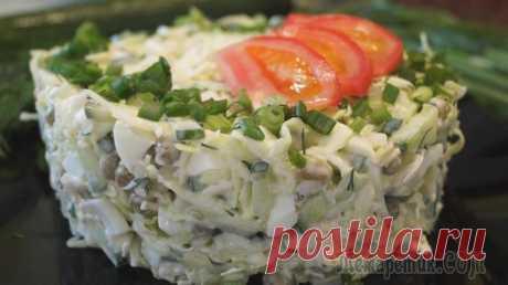 Салат с капустой, яйцом и зеленым горошком