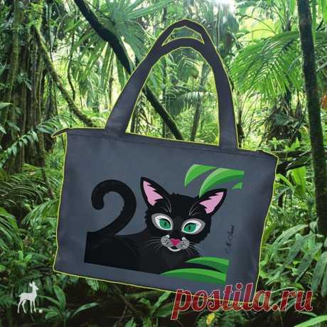 Черный кот в зелени джунглей И вот я снова готова представить вам оригинальную авторскую сумку бренда M-Sweet. Изделие текстильное, довольно вместительное, практичное. Оно украшено яркой росписью акриловыми красками.