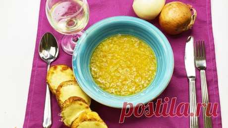 Известный французский луковый суп - Ощутите себя в Париже Хотите перенестись в Париж? Тогда приготовьте этот французский луковый суп. Когда-то это была еда бедняков, но сегодня такое первое блюдо культивировали и подают в дорогих ресторанах. А мы приготовим дома, ничем не хуже. Я даю вам действительно вкусный рецепт этого супа, потому что из...