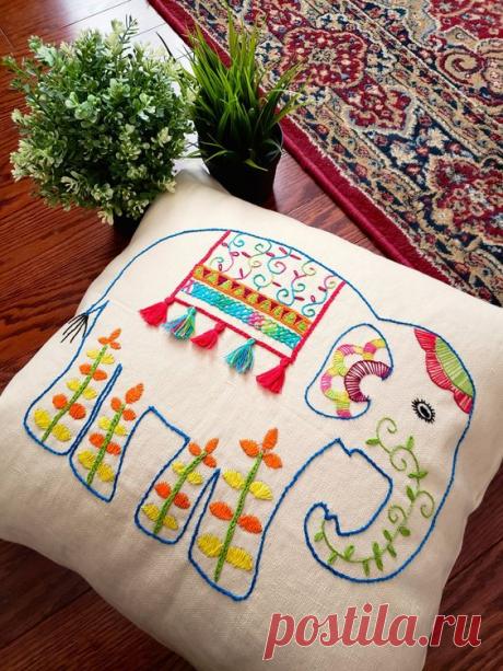 Уютные, вышитые стежковой вышивкой - диванные подушки! Стежковая вышивка - примеры. | Юлия Жданова | Яндекс Дзен