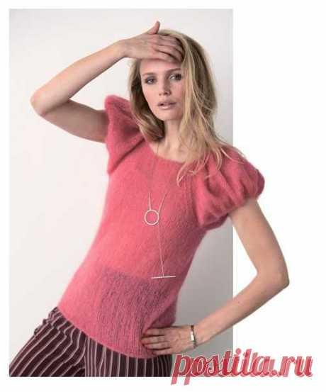 Нежный и романтичный топ с широкими объемными рукавами хорошо будет смотреться и с юбками, и с брюками.Спицы