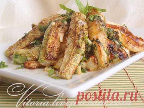 Салат с кабачками под чесночно мятным соусом - Сладкий мир