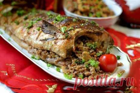Фаршированная рыба по новому рецепту Гречка пропитывается ароматом грибов и рыбы, в результате получается вкусное и очень сытное блюдо.