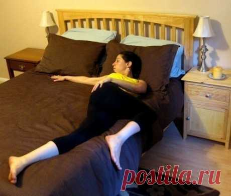 Растяжка в кровати: 6 полезных упражнений