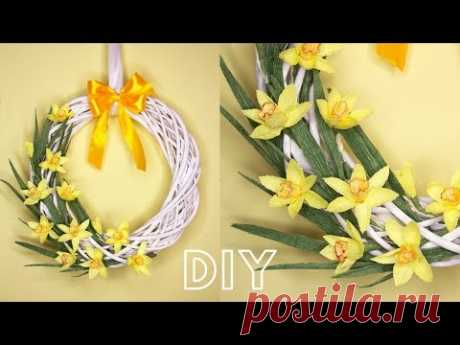 Простой ПАСХАЛЬНЫЙ ВЕНОК из гофробумаги / DIY Simple Easter Wreath - YouTube  В видео покажу самый простой способ сделать пасхальный венок своими руками. Для своего венка я буду использовать цветы из гофрированной бумаги.