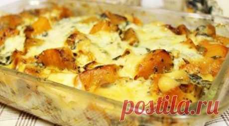 Необычная запеканка с куриным филе и тыквой Ингредиенты: Филе куриной грудки (500 г) • Чеснок (2 зубчика)• Тыква (500 г)• Помидоры (2 шт.)• Сыр полутвердый низкой жирности (100 г)• Яйца (на небольшую порцию 2 яйца)• Соль, перец, базилик Приготовление: Режем кубиками помидоры, тыкву и куриную грудку...