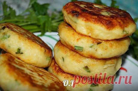 Картофельные биточки с зелёным луком и сыром — супер рецепт