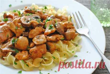 Бефстроганов из мяса курицы — Sloosh – кулинарные рецепты