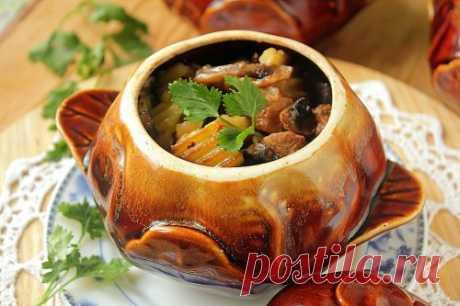 Жаркое в горшочках с мясом, грибами и картошкой в духовке
