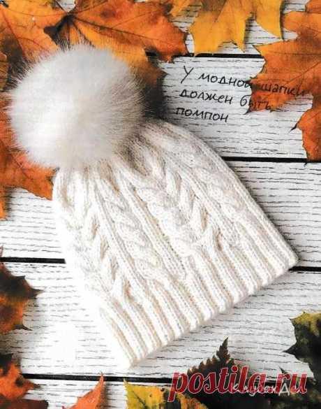 Шапка с помпоном, связанная спицами для девочки. Схемы и описание вязания шапочки